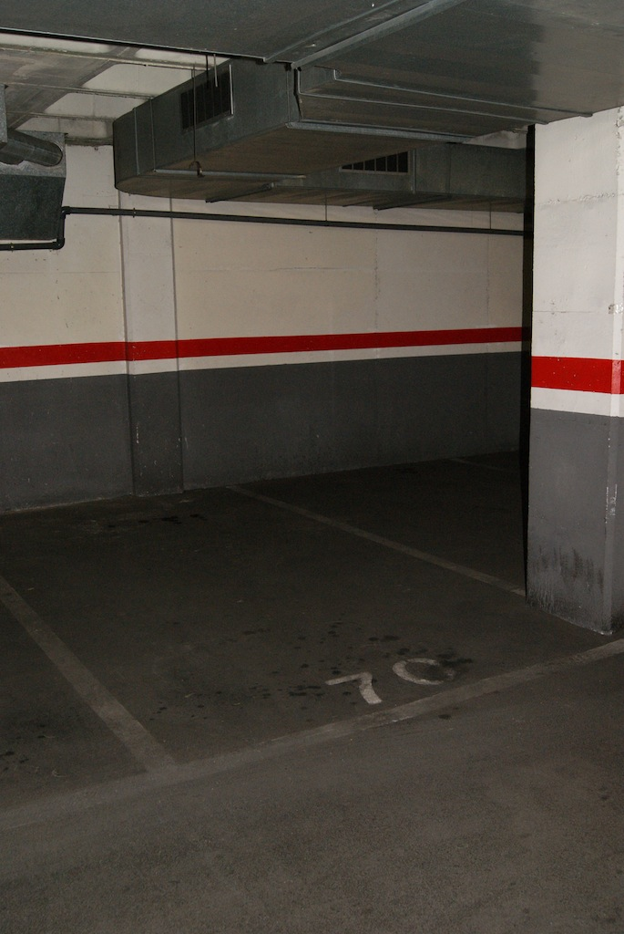 Plaza de parking en barcelona c equador 55 67 plaza 70 - Naves industriales barcelona ...