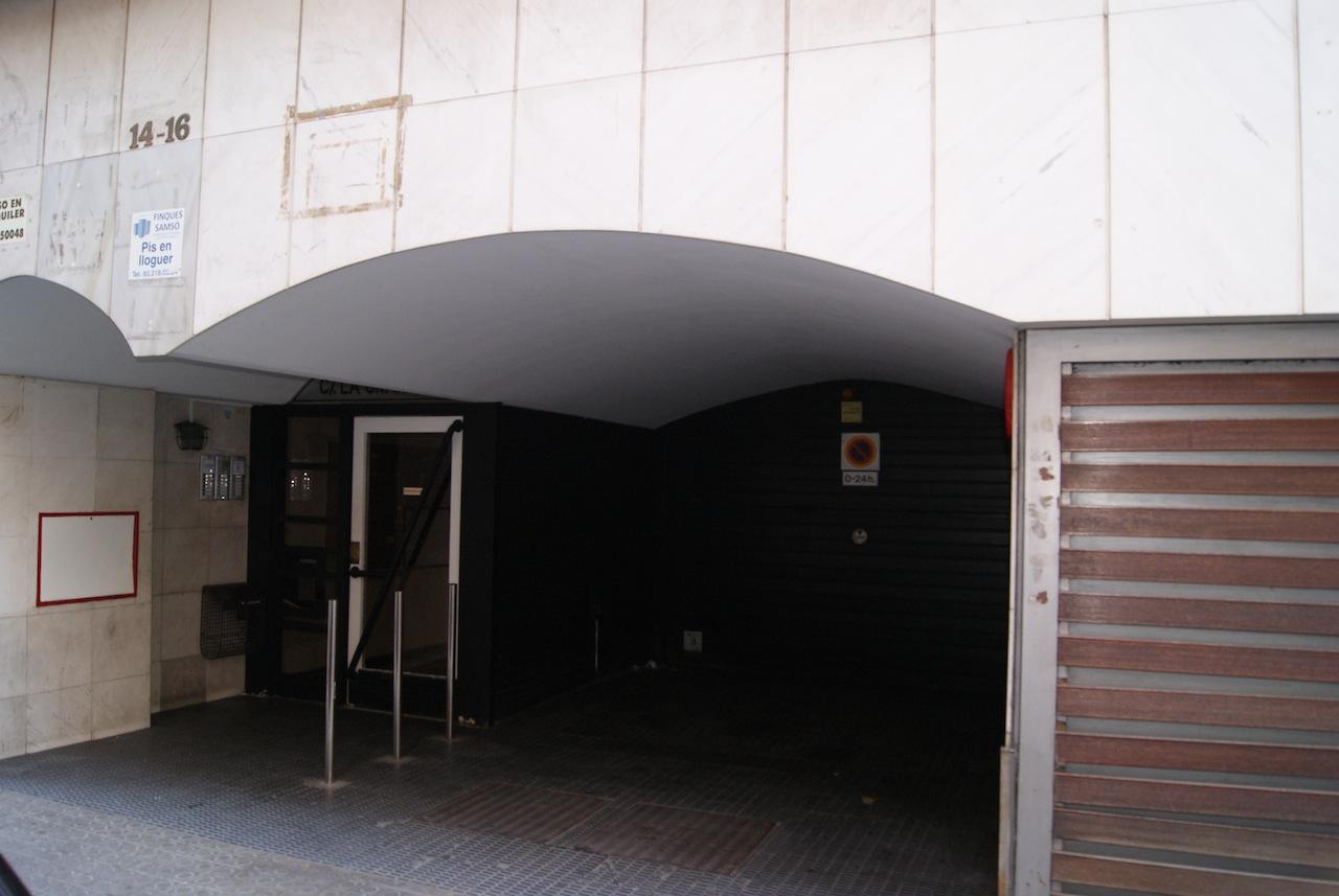 Plaza de parking en barcelona c la granada 14 16 plaza for Lavaplatos granada